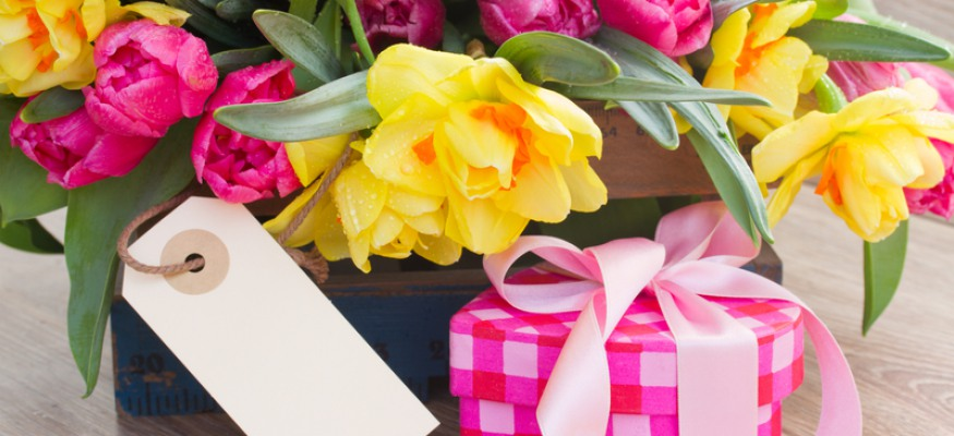 5 easy ways to save on popular Mother's Day gifts