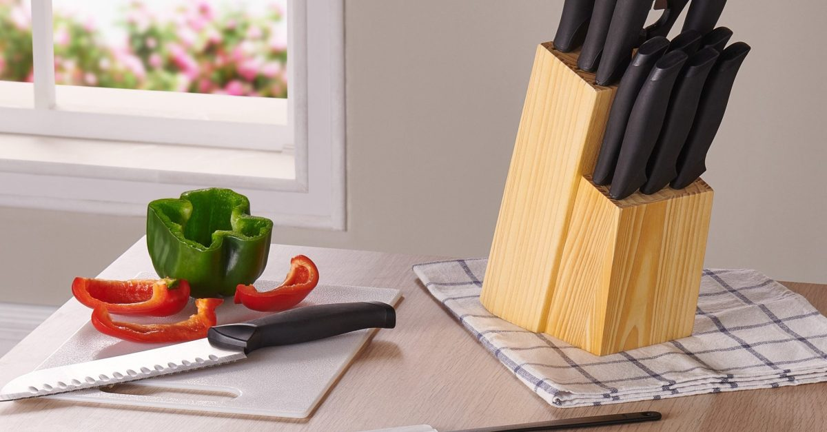 Mainstays Kitchen 23-piece cutlery & gadget set for $10
