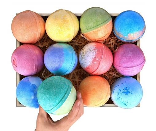 Today only: 12-pack 5oz bath bomb gift set including 12 candles for $15
