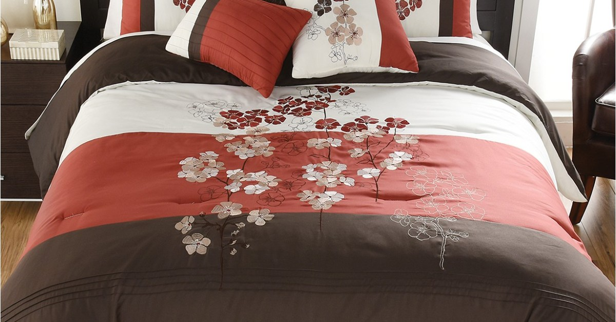 Clearance bedding sets from $11 at Macy's