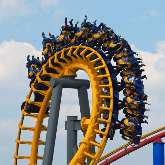 Get 2 Six Flags passes for 2020/2021 with unlimited visits for $99!