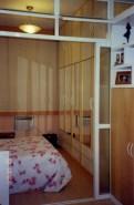 Vista do quarto, a partir da sala, com a divisória aberta_depois.