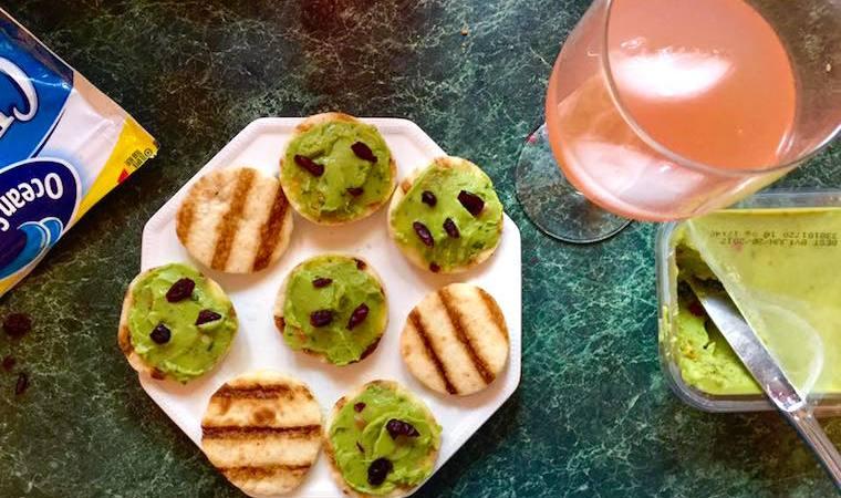 kontos-cranberry-guacamole-flatbread-appetizer