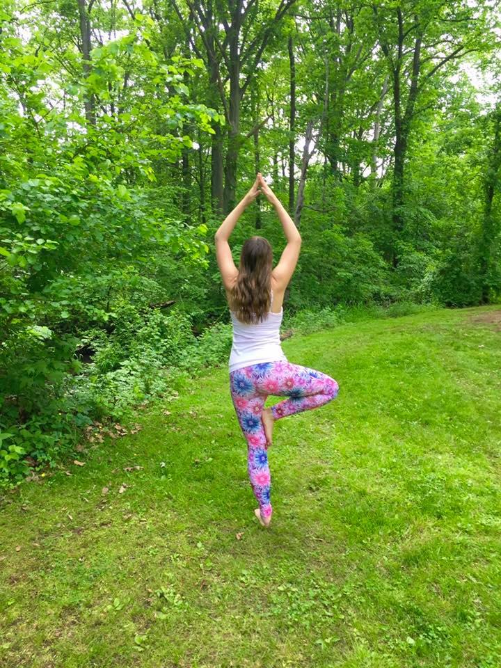 rumixfeelgood-tree-pose-yoga-park