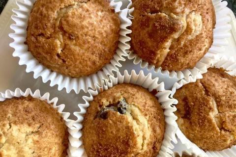 healthy-homemade-cinnamon-raison-muffins