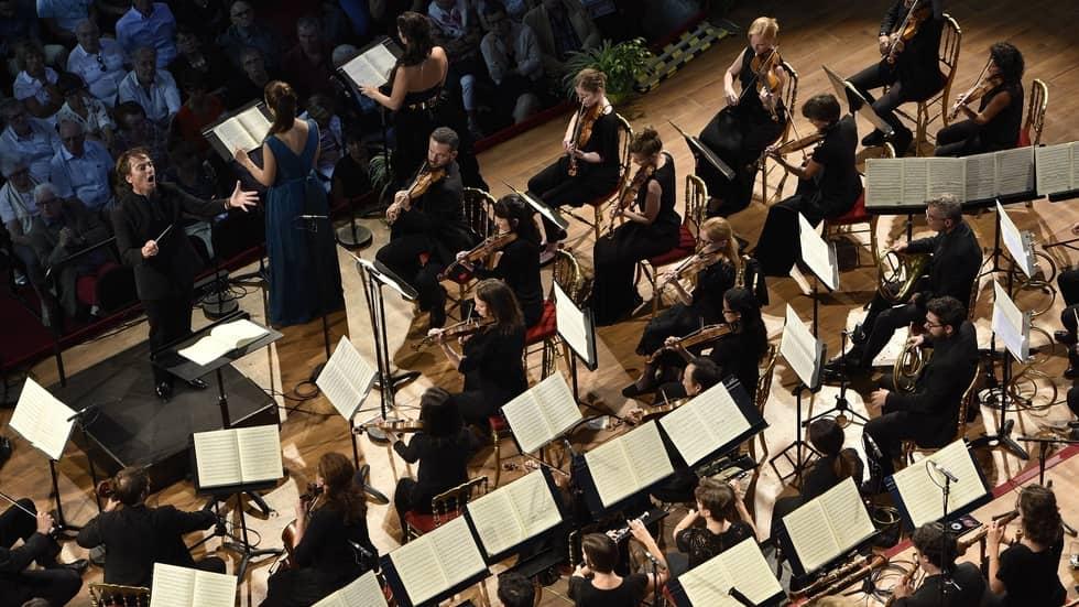 Jérémie Rhorer dirige la 9ème symphonie de Beethoven à la Chaise-Dieu
