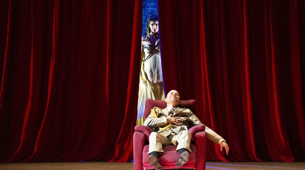 Bejun Mehta (Giuilo Cesare) and Danielle de Niese (Cleopatra)