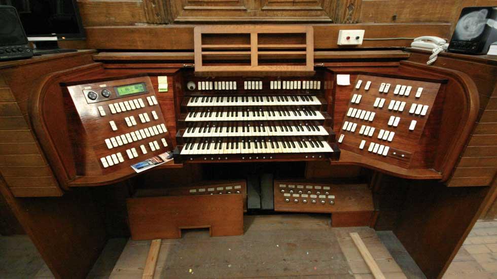 La console du grand-orgue de la cathédrale de Nantes