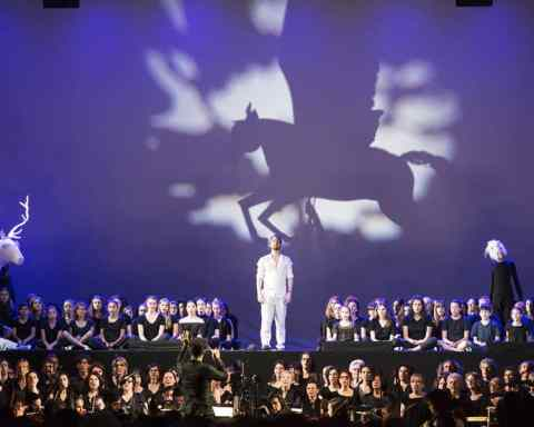 200 choristes amateurs accompagnent Yoann Dubruque ( Orfeo) / Photo Vincent Beaume