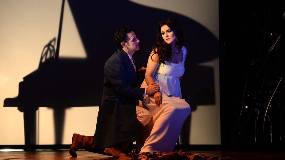 Olga Peretyatko (Antonia) et Juan Diego Flórez (Hoffmann) dans Les Contes d'Hoffmann ©2018 Alain Hanel - OMC