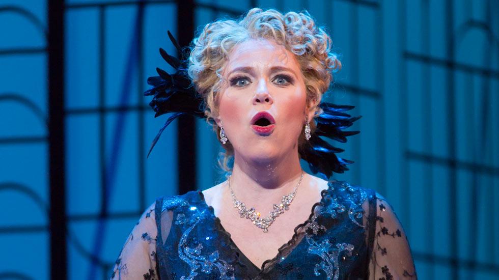Erin Wall dans la Veuve Joyeuse du Boston Lyric Opera