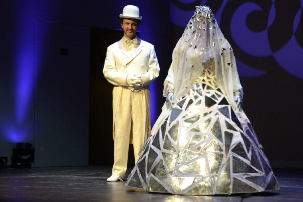 Alidoro (Ugo Guagliardo) et Angelina (Cecilia Bartoli) dans La Cenerentola©2017 – Alain Hanel – OMC