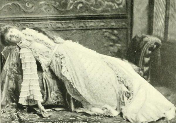 La Dame aux camélias, Sarah Bernhardt. Photographie, 1896