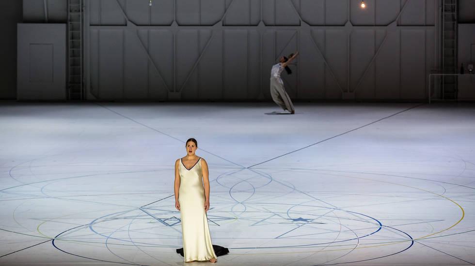 Fiordiligi (Jacquelyn Wagner) dans le Così fan tutte de Mozart mis en scène par Anne Teresa de Keersmaeker © Agathe Poupeney / Opéra national de Paris