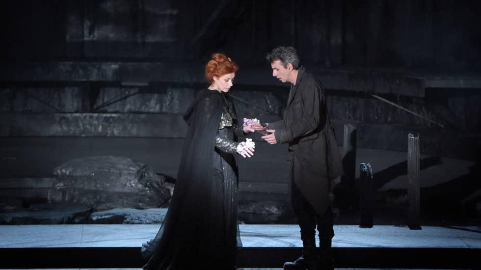 Pelléas (Jean-Sébastien Bou) et Mélisande (Patricia Petibon) dans la mise en scène d'Eric Ruf au Théâtre des Champs-Elysées © Vincent Pontet