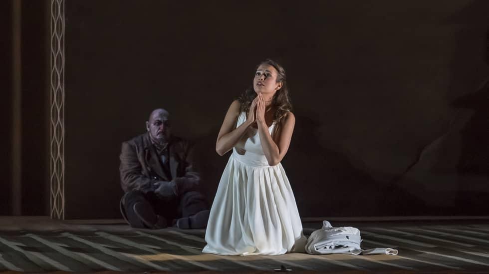 Nadine Sierra (Gilda) et Henri Bernard Guizirian (double de Rigoletto) © Charles Duprat / Opéra national de Paris