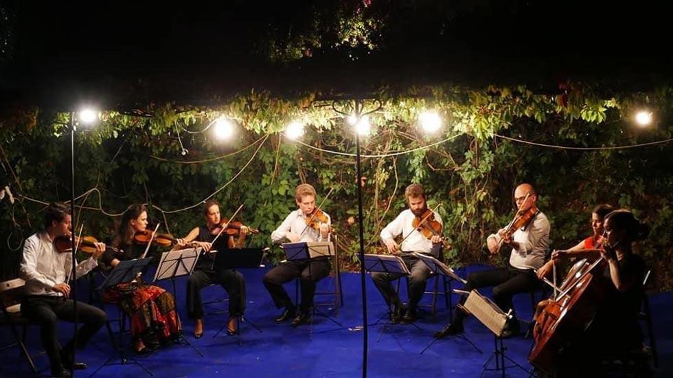 """Le violoniste Grégoire Girard fait rimer vin et musique en créant le festival """"Vallée du Rhône en musique"""" Le violoniste Grégoire Girard fait rimer vin et musique en créant le festival """"Vallée du Rhône en musique"""""""