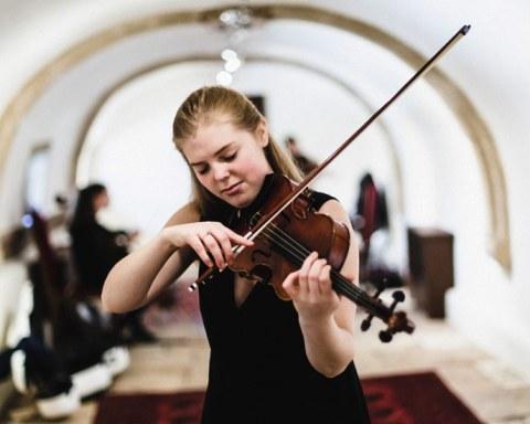 Sarah Jegou, Premier Prix 2017 au concours du fonds instrumental du festival Musique et Vin au Clos Vougeot © Christophe Fouquin