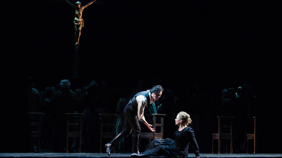 Elina Garanca (Santuzza) et Yonghoon Lee ( Turiddu) dans Cavalleria Rusticana de Mascagni à l'Opéra Bastille