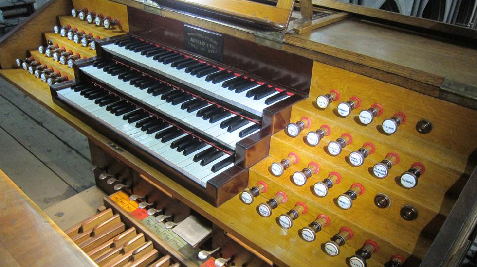 Console de l'orgue de la cathédrale de Moulins