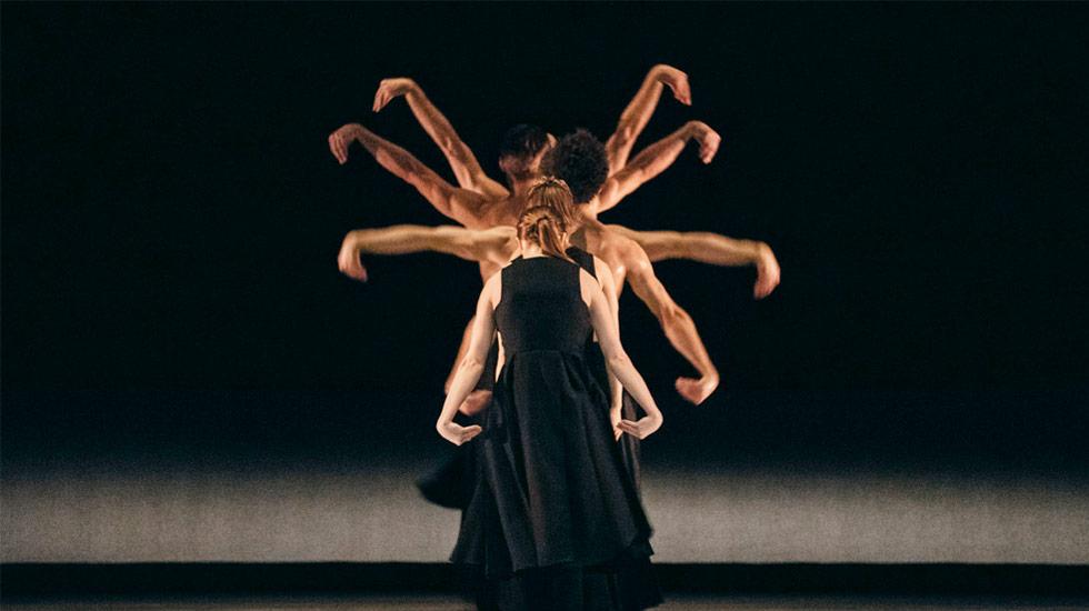 'Kaash' - Akram Khan (2016-2017) / Dans 'East' de Sidi Larbi Cherkaoui © Filip Van Roe