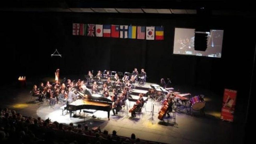 Orchestre de la faculté de Nanterre avec Fabrice Parmentier en 2015 à Piano Campus / Aurélien Dumont © Anthony Soimié