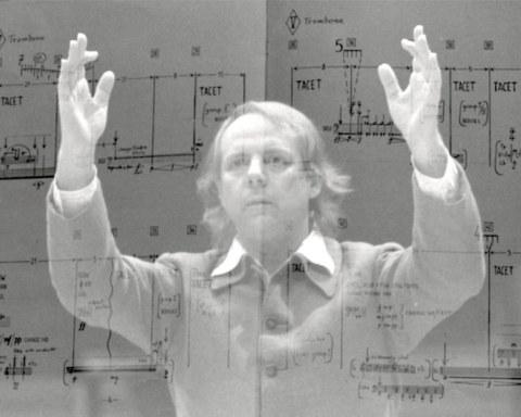 """Surimpression d'une photo de Stockhausen avec une page de """"Stop"""", 1980"""