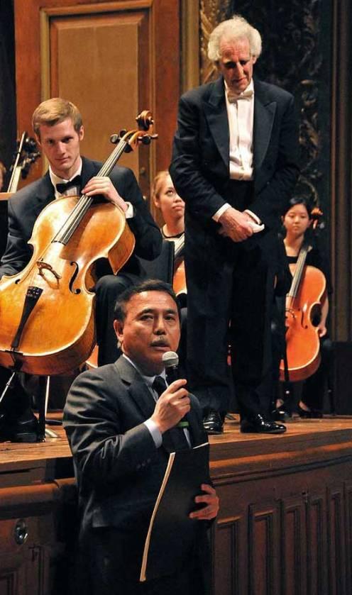 <p>Cellist Sebastian Baverstam; Japanese Counsel General, Masaru-Tsujiww; and Benjamin Zander   (NEC Photo)</p>
