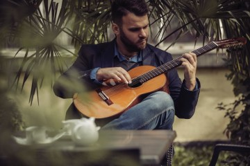 view from the front row lukaz Lukasz Kuropaczewski guitar