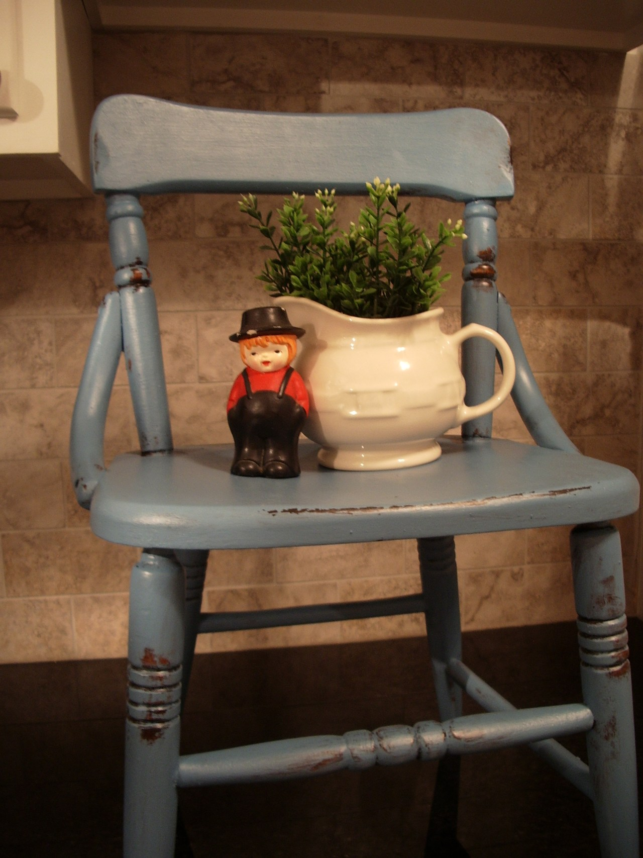 chair and seed box 001