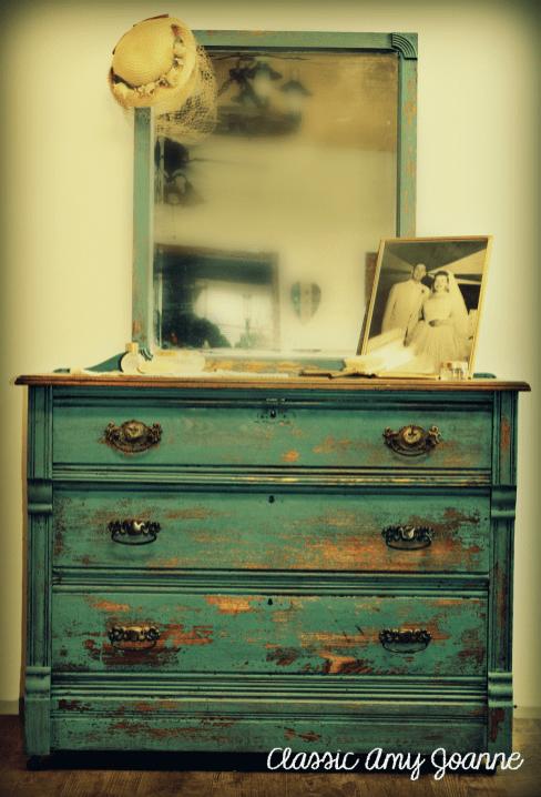 Dresser - Moody Blue