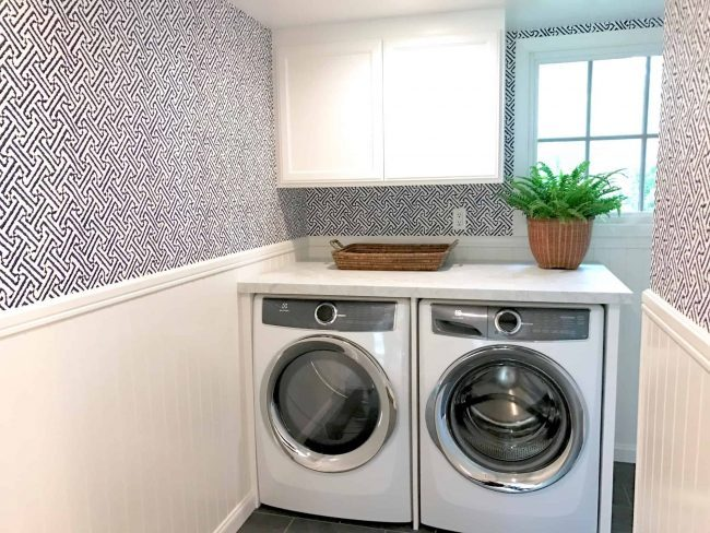 Java Java wallpaper in blue and white laundry room