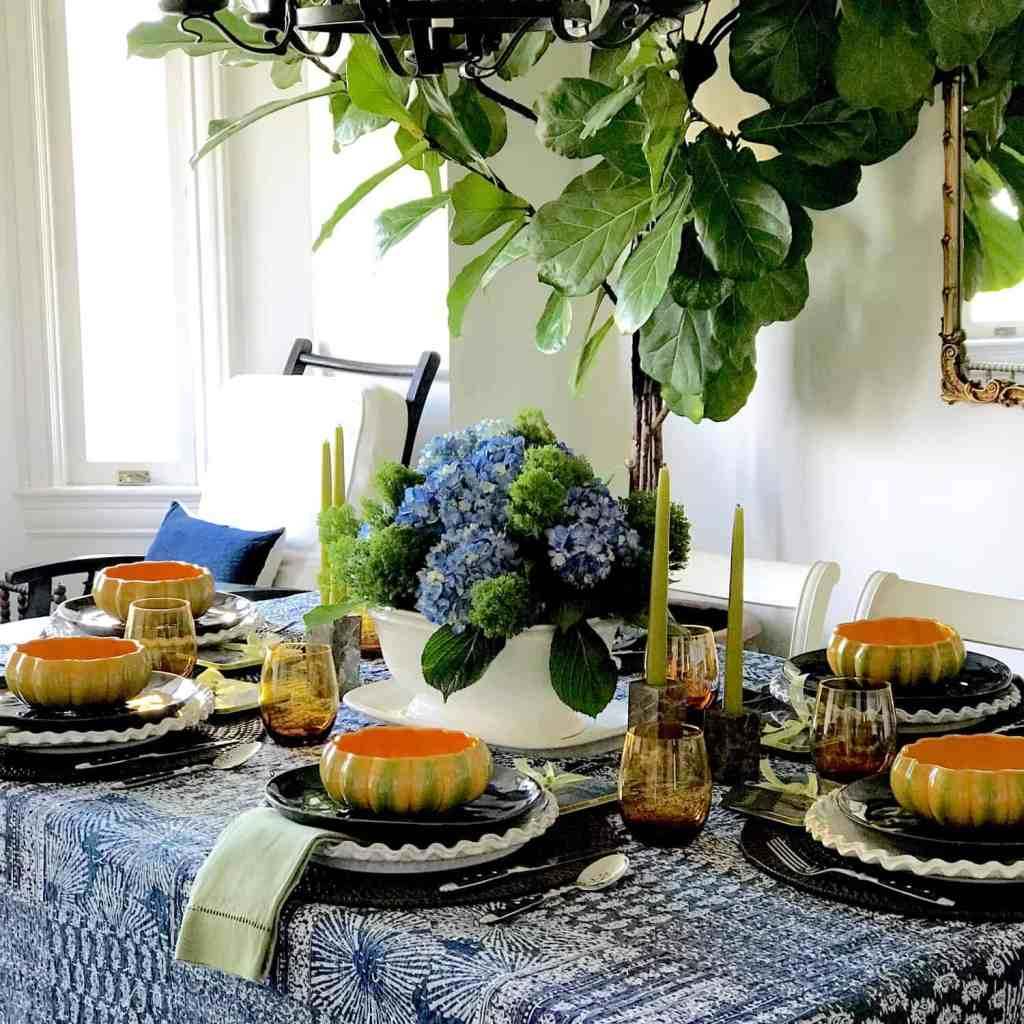 Blue and White Dining Room in San Francisco Vintage Highrise