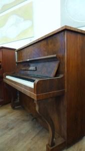 Klavier Seiler von der Seite