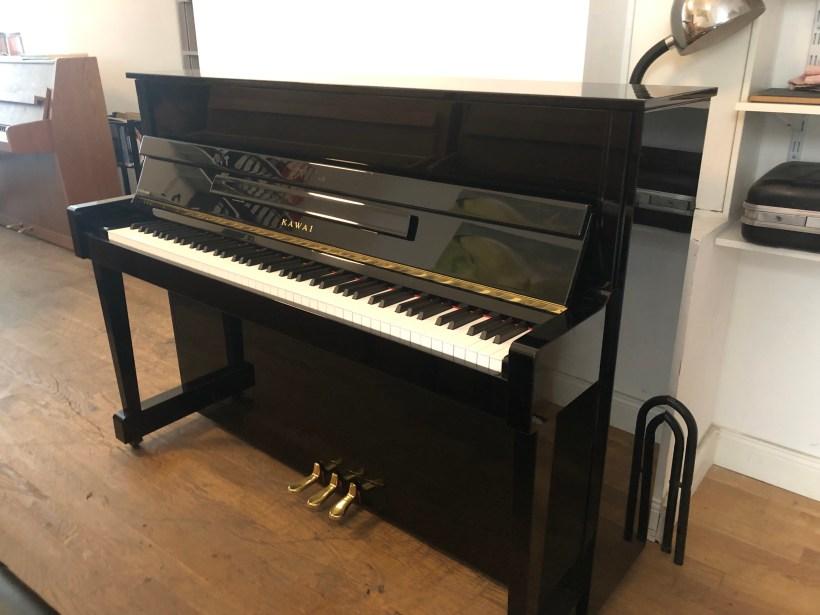 Klavier Kawai K18
