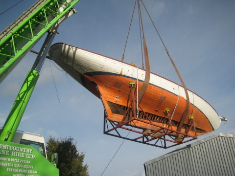 Belle-Poule-being-craned-at-Stirling-and-Son-480x360