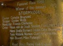 Stormovogel plaque