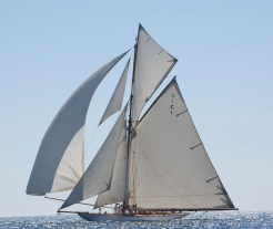 Mariquita under full sail downwind