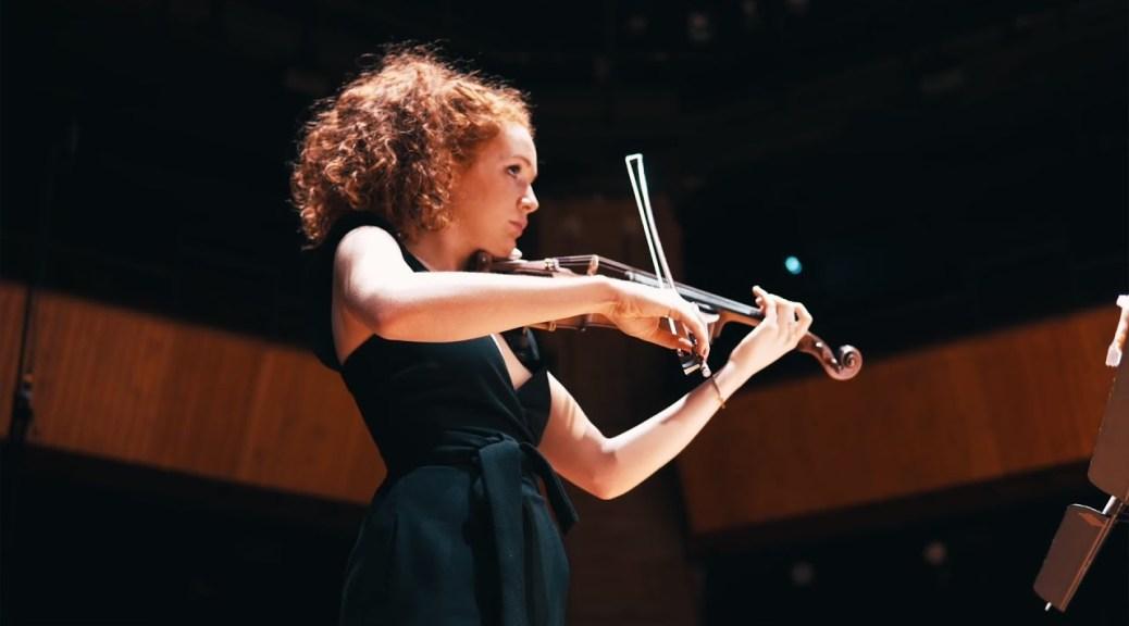 Camille Berthollet joue du violon
