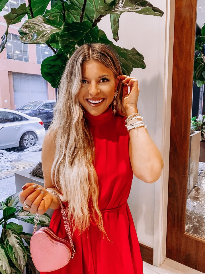 Best Unique Valentine's Day Dates | Style blogger Emerson Hannon of Classycleanchic shares Best Unique Valentine's Day Date Ideas & Last Minute Gifts