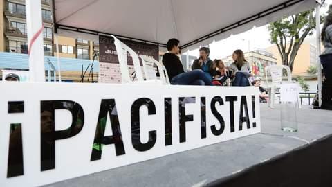 Claudia López firma el Compromiso con la Justicia Social y los derechos en Bogotá.