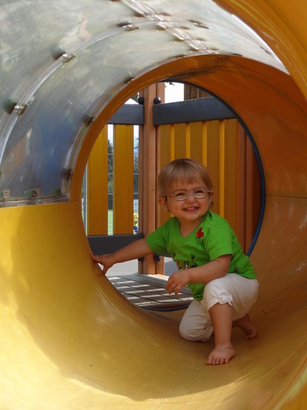 Laura Maria auf dem Spielplatz