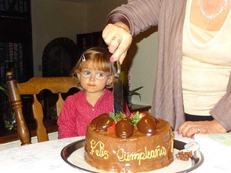 Der Kuchen wird angeschnitten