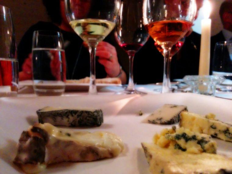 Käse und Weindegustation