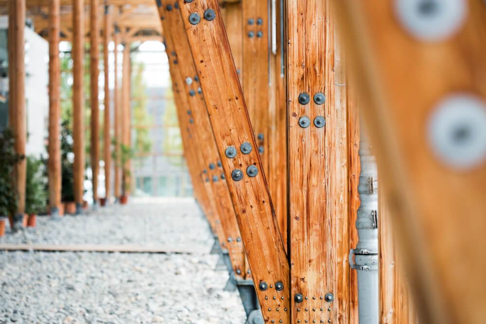 Mont-Cenis, Imagefotos, Architekturfotografie, Holzpfeiler mit Schrauben
