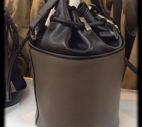 Bucket Bag taupe/schwarz