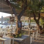 Griechische Taverne direkt am Meer in Petra