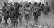 9set2014---sobreviventes-caminham-pela-rua-fulton-em-nova-york-eua-a-um-quarteirao-do-edificio-world-trade-center-logo-apos-os-ataques-terroristas-de-11-de-setembro-de-2001-1410280502526_956x500