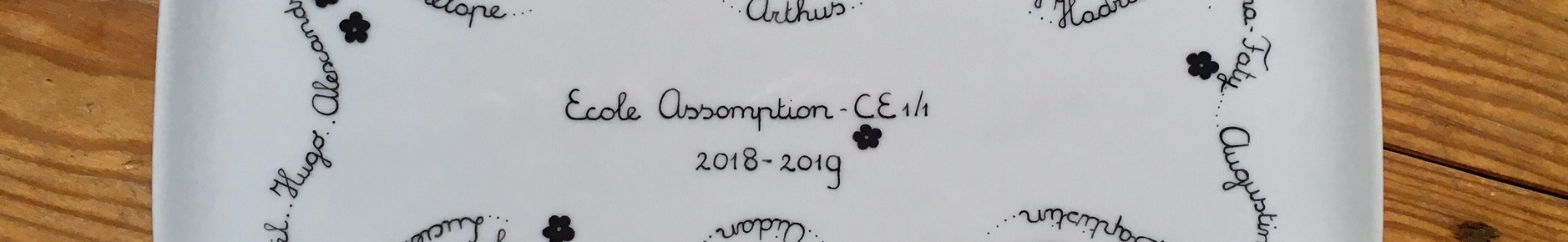 Plat pour la maitresse cadeau de fin d'année avec les prénoms des enfants de la classe (pas de dessins)