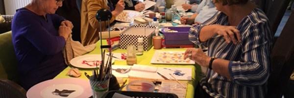 Un cadeau original pour Noël: un atelier de peinture sur porcelaine